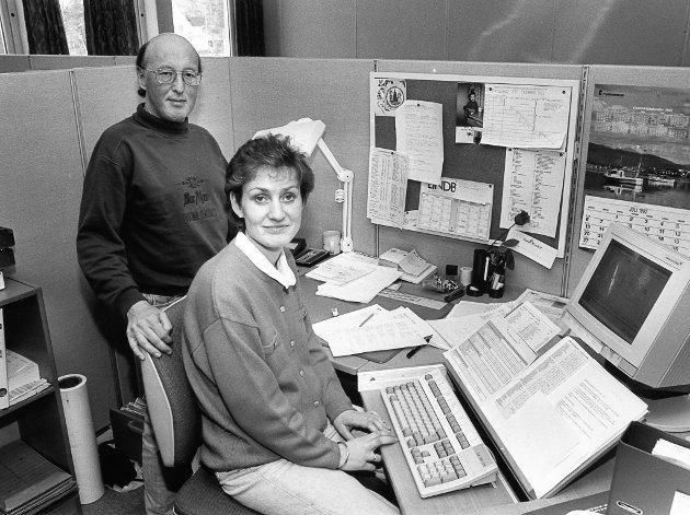 Seksjonsleder Gustav Nyborg og gruppeleder for inkassosekssjonen, Turid Meidell. Denne avdelingen sender årlig ut 30 000 begjæringer om tvangsinndrivelse til folk som ikke betaler TV-lisensen. 21. oktober 1992.
