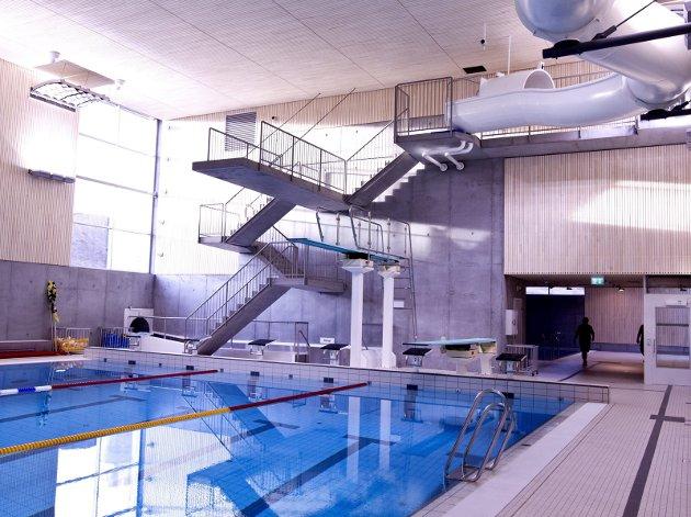 Savn: Det er en grunn til at det ikke er et ordentlig svømme- og badeanlegg på Romerike, mens det finnes både i Asker og Drammen. Småkommunene har ikke økonomi til det. Foto: Tom Gustavsen