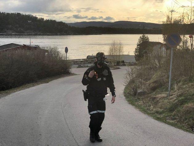 Politiet ber folk ved Fagerstrand på Nesodden lukke vinduer og holde seg innendørs grunnet farlig damp. Evakuering av boliger vurderes.