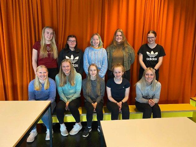 KJEMPER FOR LINJA: - Hvis VG2 Barn- og ungdomsarbeider består, blir elevene værende her, og flere av dem vil da ta fagbrevet i en bedrift i Nord-Østerdal, skriver elevene i dette leserinnlegget.