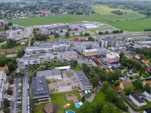 IKKE PENT: Fredrik Holth skriver i sitt leserinnlegg at det ikke har blitt bygget noe vakkert i Ås sentrum de siste 20 årene.