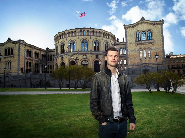 Bjørnar Moxnes foran Stortinget