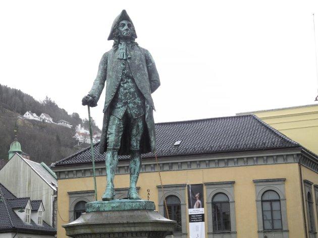 – Skal vi vandre denne veien må vi kanskje også fjerne Erik Pontoppidans gate, Holbergsallmenningene og kanskje til og med rive statuen av Ludvig Holberg, skriver innleggsforfatteren. Arkivfoto: BA