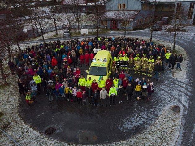 """Markeringa """"Slå ring om ambulansen"""" i Lavik 1. desember 2019."""