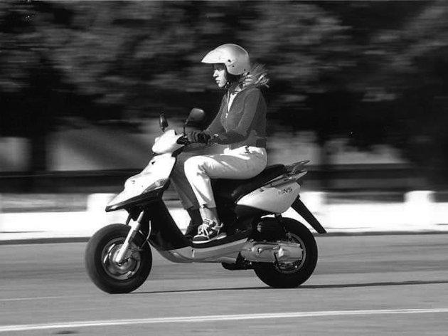 En leser reagerer på forslaget om å fjerne mopedistene fra riksvei 22 for å bedre fremkommeligheten for tungtrafikken.