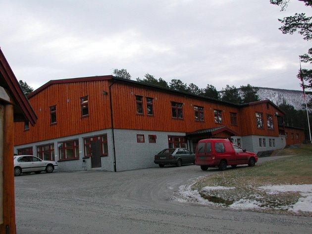 Oppdatert: HV-skolen er oppdatert, har plass og utstyr. Alternativet krever investeringer. Stortingsrepr.. Ketil Kjenseth mener tida arbeider for Dombås.Foto: Einar Almehagen.