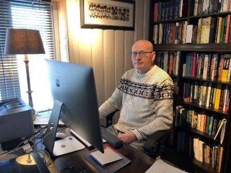 HOLDER FOREDRAG: Professor Rolf Theil.