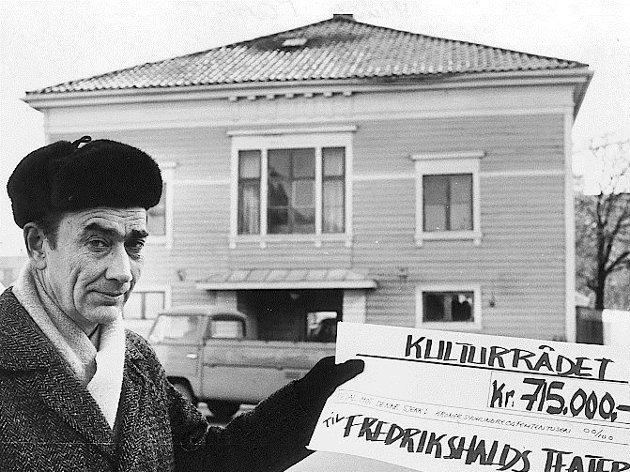 UOFFISIELL BYANTIKVAR: – Vidar Parmer fungerte på 1980-tallet som uoffisiell byantikvar i Halden. På vegne av museet skrev han og Svein Norheim hundretalls uttalelser til reguleringsplaner, byggesaker og anbefalinger. De hadde faglig tyngde, og det de skrev, ble vektlagt, står det i artikkelen til Jens Bakke.