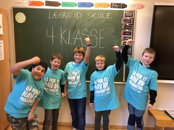 4.klasse er strålande fornøgd med eigen innsats på TV-aksjonen 2020. Foto: Privat