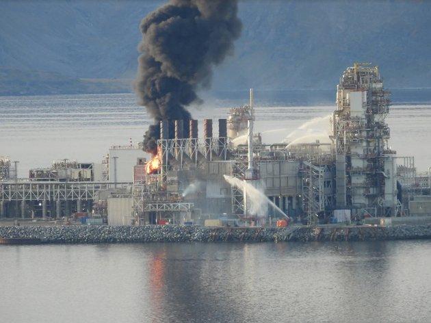 BRANN: Det som utspant seg i Hammerfest mandag, har allerede blitt kalt en av de mest alvorlige hendelsene i norsk petroleumshistorie. Foto: Bjarne Halvorsen