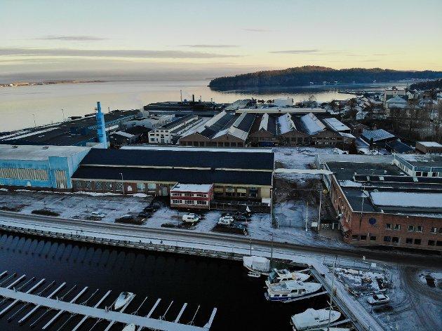 URO: Hydro-anlegget i Holmestrand har rundt 420 ansatte. Nå er både tillitsvalgte i konsernet og politikere bekymret for hva Hydro-ledelsen vil gjøre med valseverkene sine.