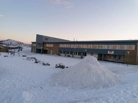En fin og kald januardag , Leknes skole.