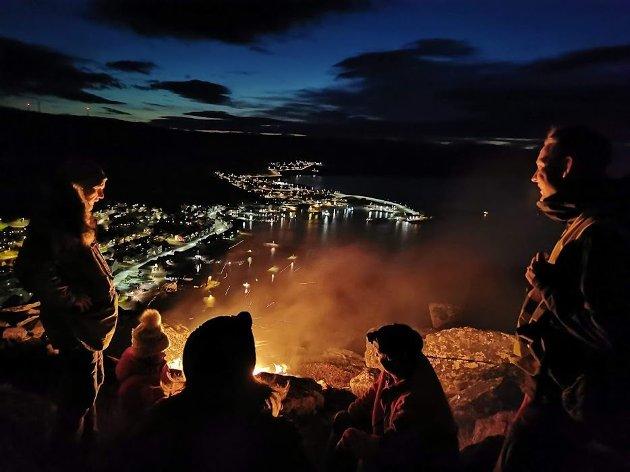 Fra årets vardetenningsaksjon, her på Kirkefjellet i Kjøllefjord.