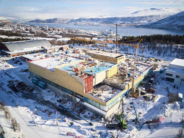 13.000 KVADRATMETER: Tromsøbadet blir Tromsøs største hall; Til sammenligning er Tromsøhallen i venstre hjørne.