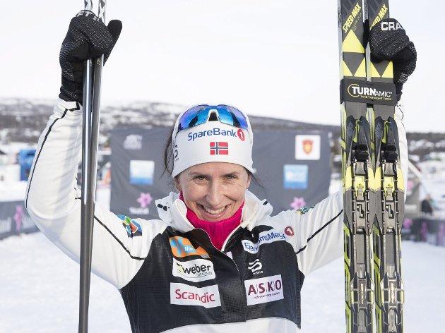 Kan hun, kan vi: I 2011 gikk Marit Bjørgen inn til seier i verdenscuprenn i Falun på 11 år gamle ski. Det samme paret tok hun VM-gull med i 2003. Når tidenes beste langrennsløpere kan vinne på godt brukte ski, har vi et slående bevis på at gjenbruk er smart.Foto: NTB Scanpix