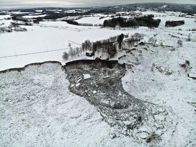 Natt til 13. januar gikk et nytt etterskred i rasområdet i Gjerdrum. Et 60 meter bredt ras om lag 15 meter inn i terrenget løsnet her sør i det store skredområdet. Ingen hus forsvant i dette etterskredet. Foto: NVE