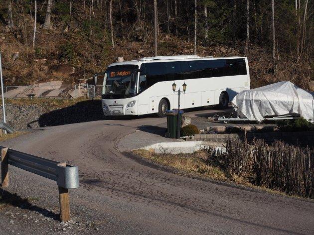 ET ALTERNATIV: Minibusser og taxi kan være et godt alternativ på strekninger der det ikke er markedsgrunnlag for buss, skriver Gro Nebell Aronsen (MDG). Denne bussen ble fotografert i Skafjellåsen.