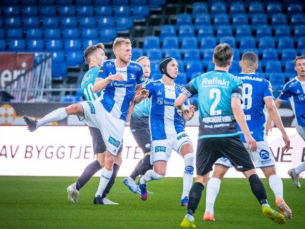 SKUFFENDE: Jonathan Lindseth og Bjørn Inge Utvik og Sarpsborg 08 leverte en svak serieåpning mot Vålerenga.