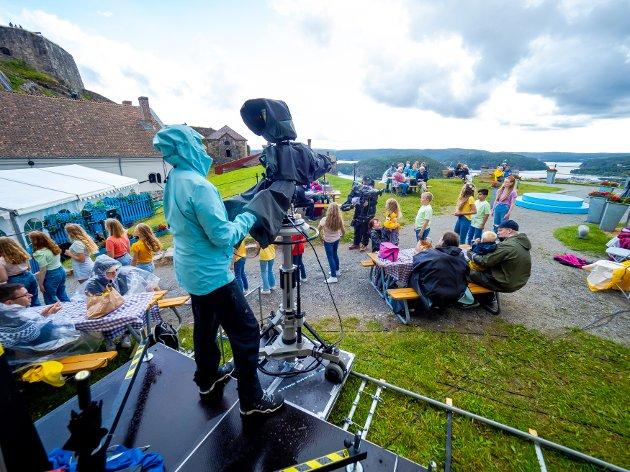 Årets allsang er flyttet internt på festningen i Halden. Arrangørene har måttet ta korona-hensyn, og det har fått konsekvenser for TV-innspillingen.