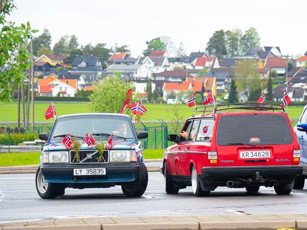 Mange i amcarmiljøet tok med seg bilen og møtte opp på parkeringa ved gamle OBS for å bli med på cruising på 17. mai.