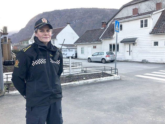 UTEKONTAKT: Jorunn Furuheim er politiet sin utekontakt i Sogndal kommune.