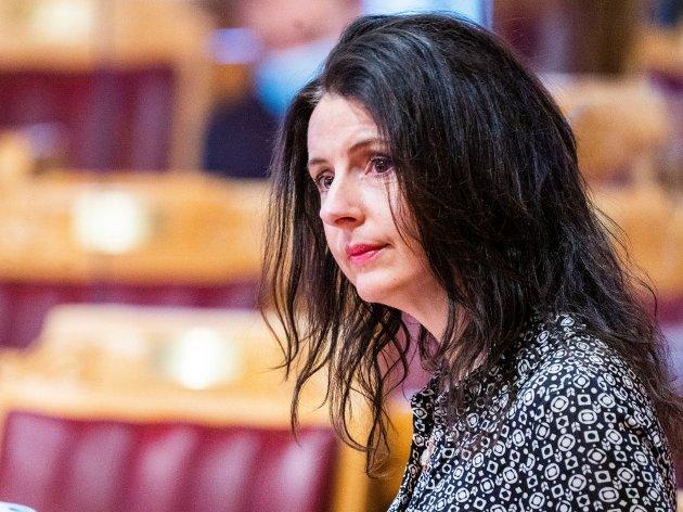 Jenny Klinge reagerer sterkt på at i regjeringens klimaplan blir barn oppfordret til å spise mer klimavennlig mat. Hun får støtte fra Stein Fredrik Solli.
