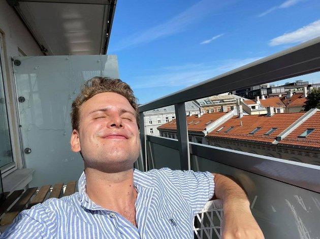 SOOOOOL: Jeg elsker høst, men den skal ikke vare lenger enn tre måneder, skriver Jakob Semb Aasmundsen. Sommeren skal nytes til det fulle.
