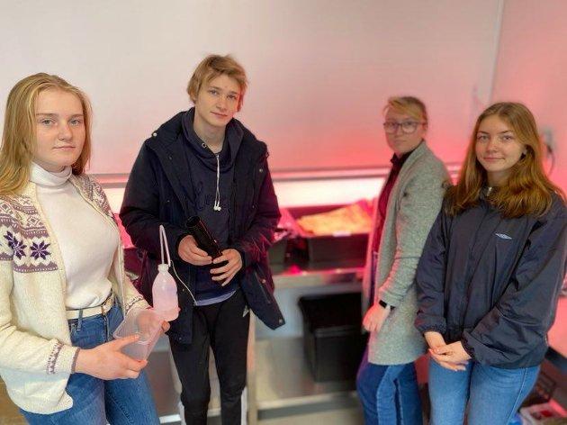 Pauline Åmlid (17), Simen Nilsen (21), Helene Friis (17) og Mai Emilie Undhjem (17). Foto: Malin Wiesener Vågsnes
