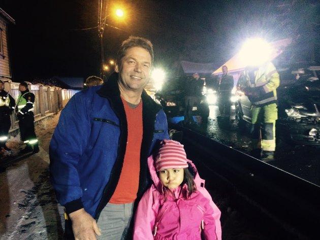 Jess Sølvsten med lille Julie er dypt bekymret over forholdene ved Nessetveien nå som Nordbytunnelen er stengt.