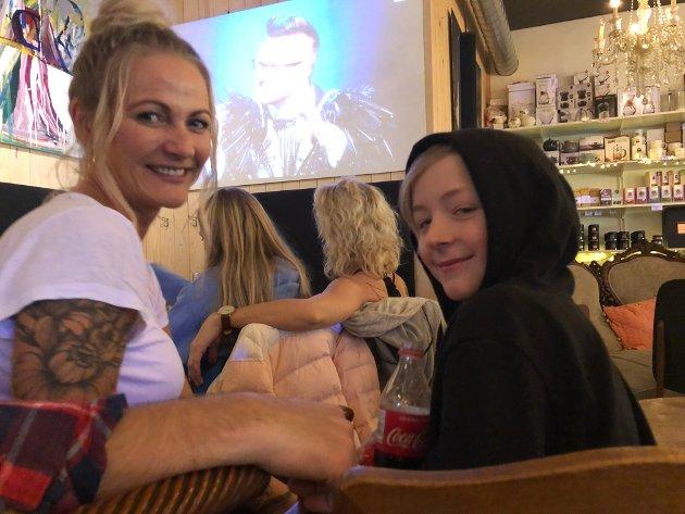 Annas Hybel: Kristin Hunnestad og sønnen, Liam Karlsen.