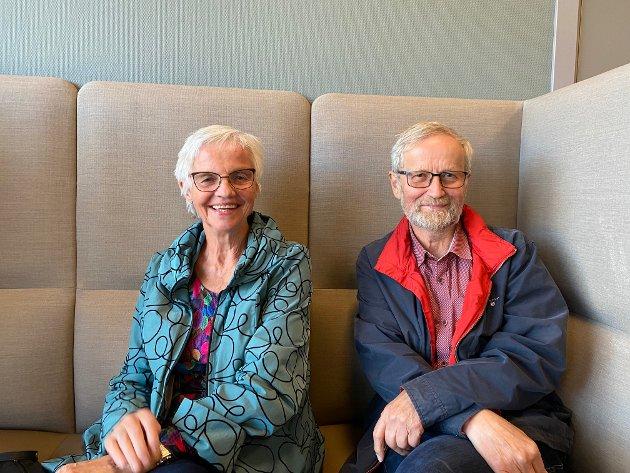 SPENSTIG: Tynsetingene Gunn S. Hvamstad og Per Hvamstad hadde tatt turen til Tolga for kveldens konsert. - Vi har gledet oss til å oppleve det nye huset. Det er spenstig av tolgingene å ha fått til dette!, synes paret.