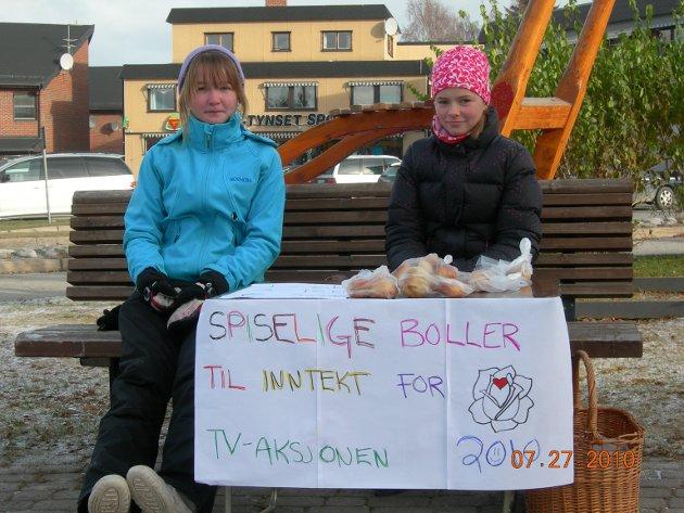 Bolelr for TV-aksjonen: Disse 12 år gamle jentene fra Tynset, Julie K. Nystuen og Kjersti Barmoen, syntes de ville bidra under tv-aksjonen i 2010.