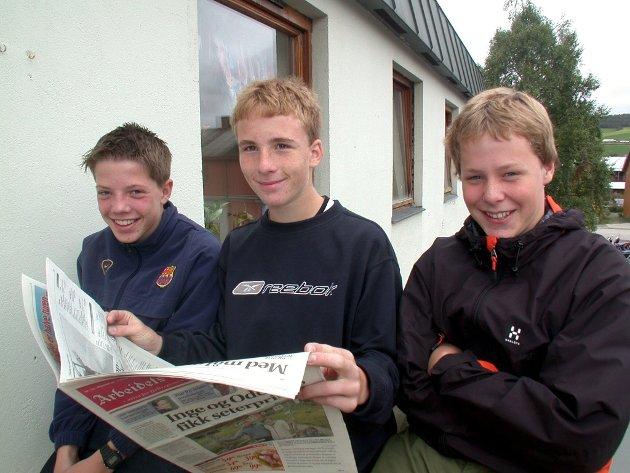 Skoleavis: Ronnie Fiskvik, Geir Morten Larsen, Morten Motrøen ved 9 .klasse på Tynset skole lager egen skoleavis - en sportsavis.