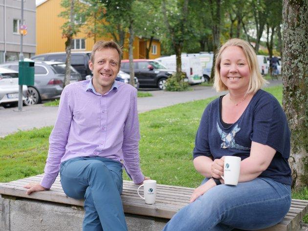MAT ER VELDIG VIKTIG: Skriver Olav Fjeld kraugerud (2. kandidat) og Maria-Therese Jensen (ordførerkandidat) i Ås Venstre