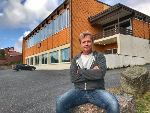 – Vi ønsker at Risørs nye svømmehall skal være lengst framme på miljø, skriver innsenderne Tom Hommefoss (bildet) og Knut Henning Thygesen.