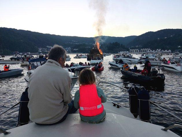 En nydelig St Hans på fjorden! Lenge siden det har vært så mange båter rundt Spira!