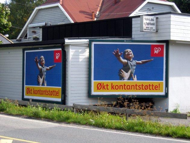 VALG 2021:   Valgkamp-plakat for KrF - Kristelig Folkeparti på Stabekk foran Stortingsvalget 12. september 2005!