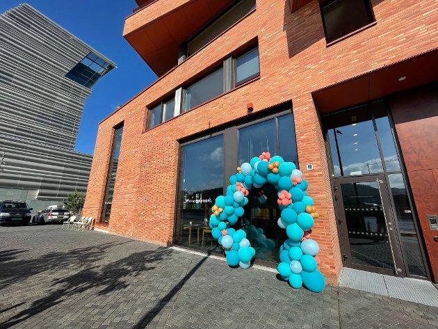 Torsdag formiddag var restauranten klar for åpning og pyntet med ballonger.