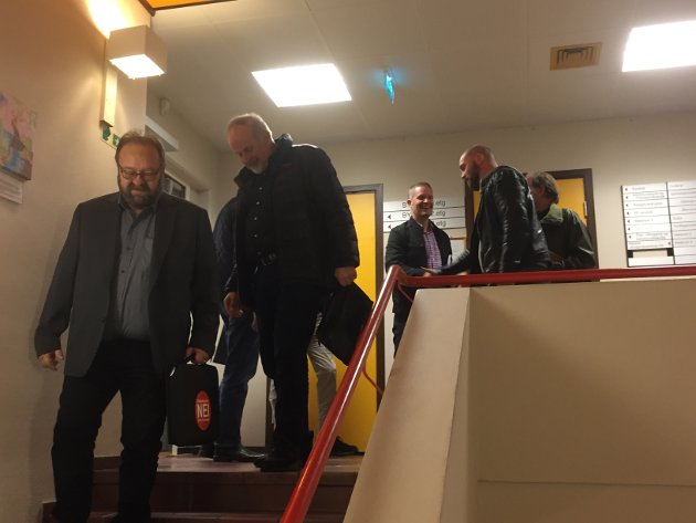Opposisjonspartia i Alver, med Morten Klementen i front, er ferdig med møtet der styringspartia valde å gå tilbake på frikjøpsordninga dei hadde avtalt i den nye samarbeidsavtalen.