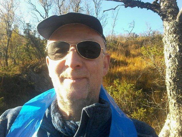 Pensjonert lærar Ole Bjarne Amdhal forventar at administrasjonen i Alver kjem på bana og forklarar vurderingane sine i «lærarsakene» ved Knarvik ungdomsskule som Avisa Nordhordland har fortalt om.