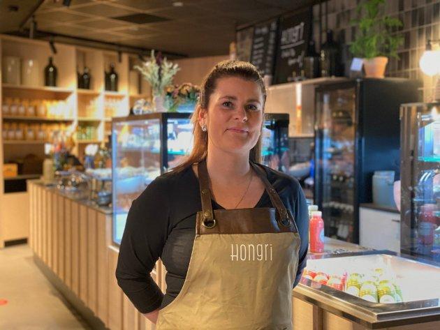 Aina Olsen startet restauranten Hongri på Rognan. Torsdag åpnet et kjærkomment spisested i sentrum.