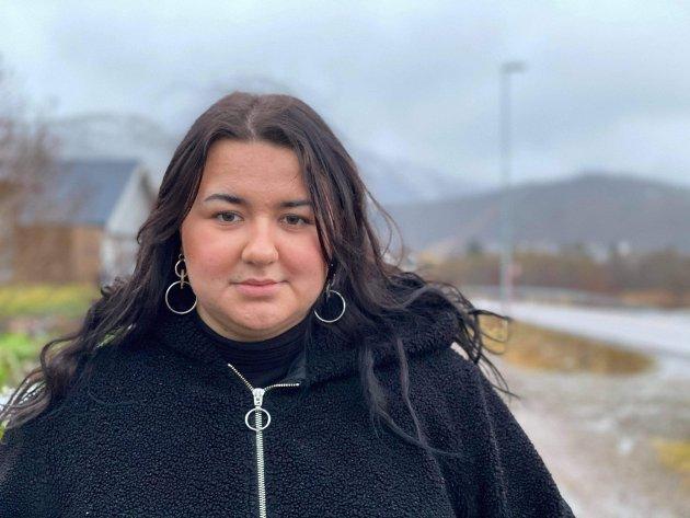 Juline Aspenes i fylkesstyret til AUF i Nordland er lei av avslåtte gatelys.