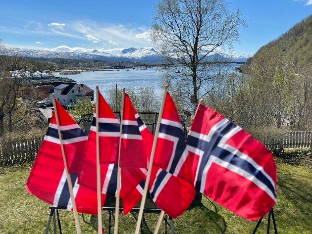Jo flere flagg jo bedre. Fra Hopen i Bodø.