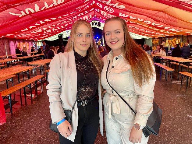 Venninnene Marthe Hagfors (22) og Nina Søtorp (23) gledet seg over å endelig kunne være på en festival igjen. De gledet seg både til musikken og det sosiale.