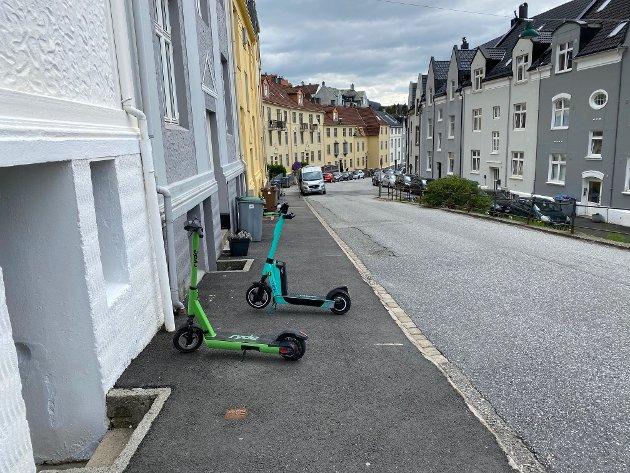 I løpet av en kort gåtur i Sandviken fant denne beboeren 19 løperhjul som var dårlig parkert, forteller hun.