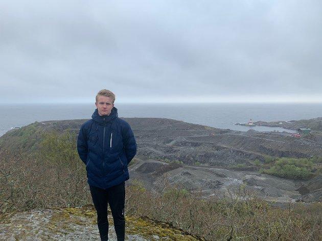 BEKYMRET: Jonas Lindås ber sokndalspolitikerne tenke seg om og si nei til NOAHs planer i Rekefjord.