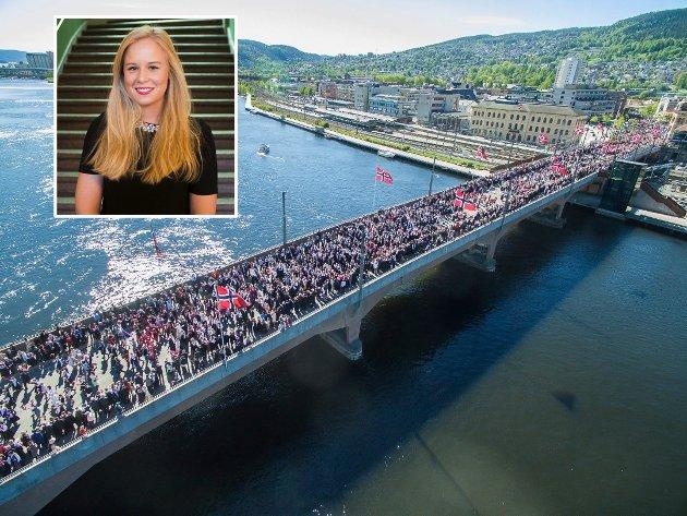 APPELL VED MINNESMERKET FOR 22. JULI: Dette er Nicoline Bjerge Schies 17. mai-appell. Bjerge Schie er Ap-politiker i Drammen og medlem av 17. mai-komiteen. Hun var til stede på Utøya under terrorangrepet 22. juli 2011.