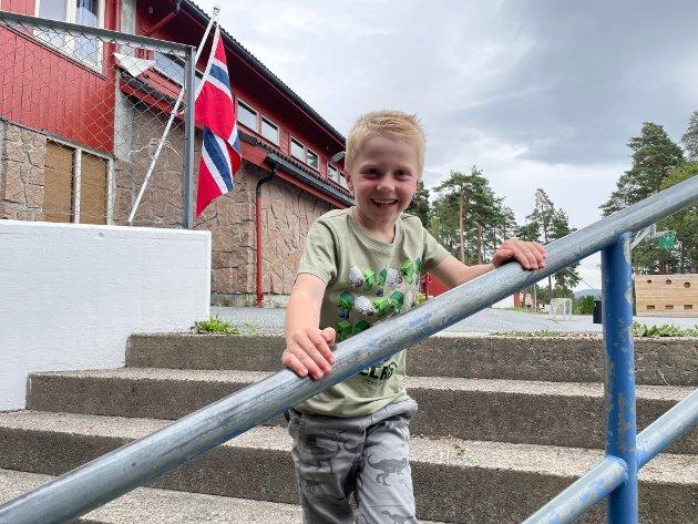 Mathias Victor Danielsen Christensen er veldig klar for første skoledag på Stenseth skole.