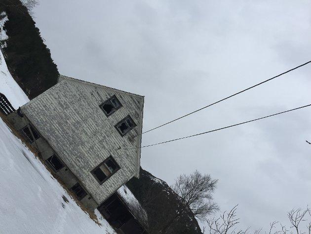 Skjebna til Brandsøy gamle skule er framleis i det blå.