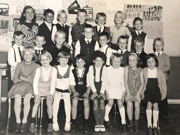 Klasse 1 C på Florø folkeskole i 1968. Bilde utlånt av Gro Vassbotten.